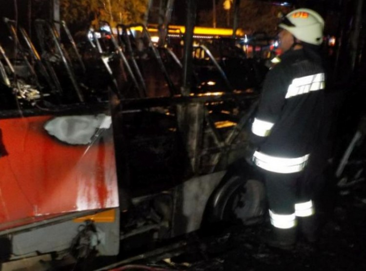Szénné égett egy busz a Keletinél