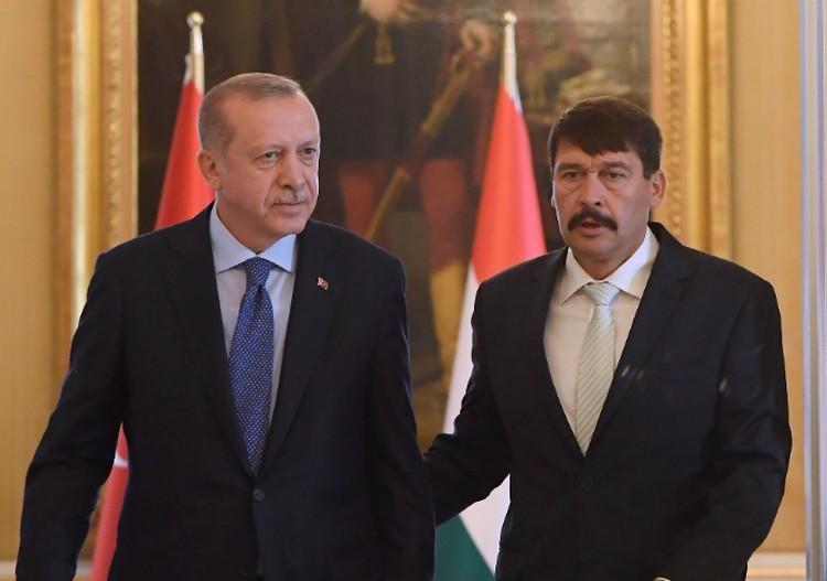Erdogan segítséget kért Budapesten