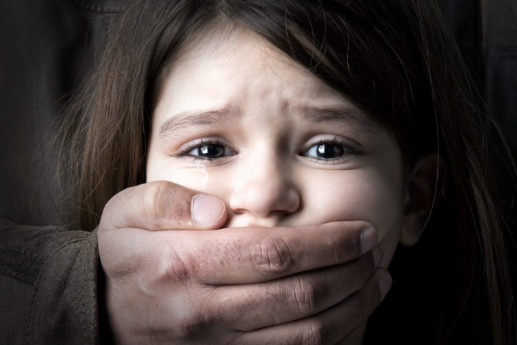 Kilenc év fegyházat kapott az ózdi férfi, aki megrontotta nevelt gyermekeit