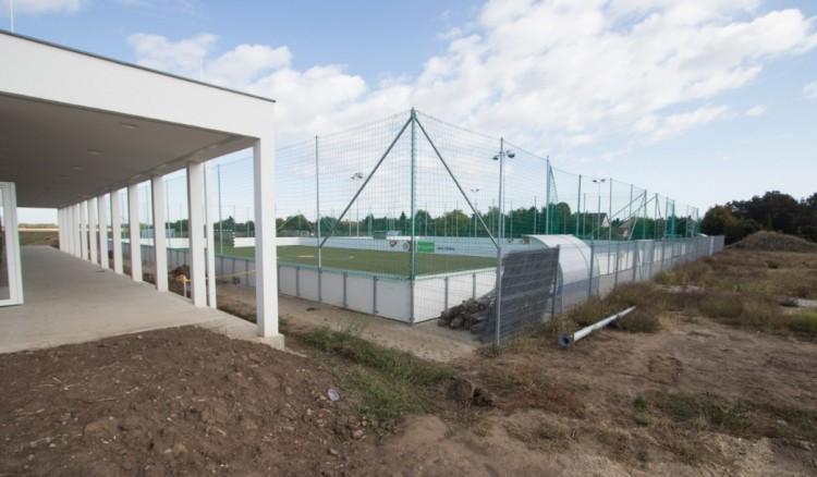 Szuper sportcentrum nőtt ki a földből Debrecen kertvárosában