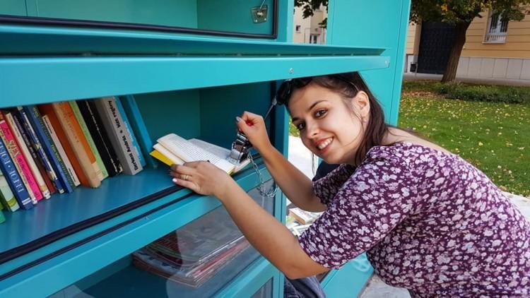 A debreceni könyvszekrényt nem kímélik a tolvajok!