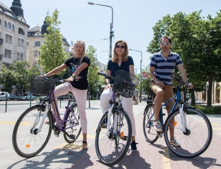 Rajtol a Tour de DE, azaz két kerékre pattan a város
