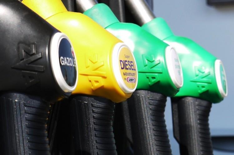 Új jelölések lesznek a benzinkutakon