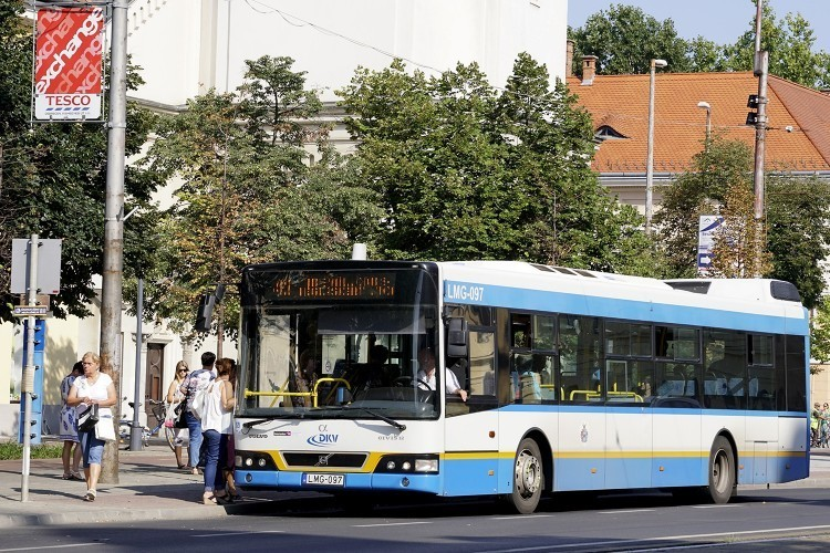 Három Volvo mehet, hat Merci jöhet Debrecenben
