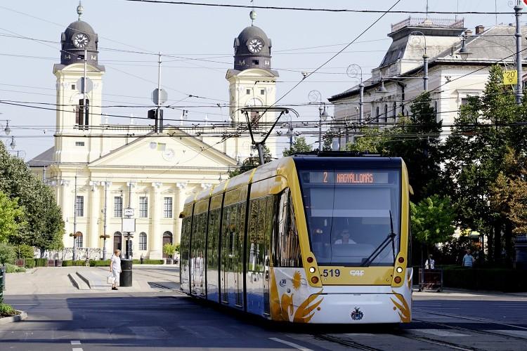 Debrecenben a tömegközlekedés igazodik a munkanaphoz