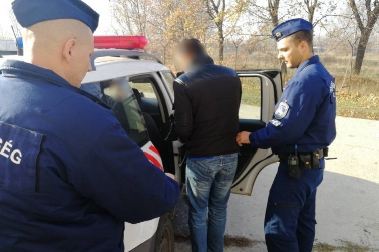 Debreceni vodkatolvajokat fülelt le a kalauz