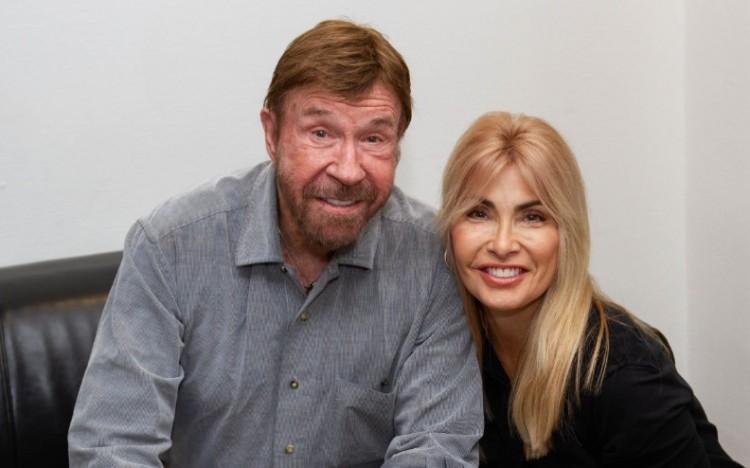 Chuck Norris Magyarországon akciózott