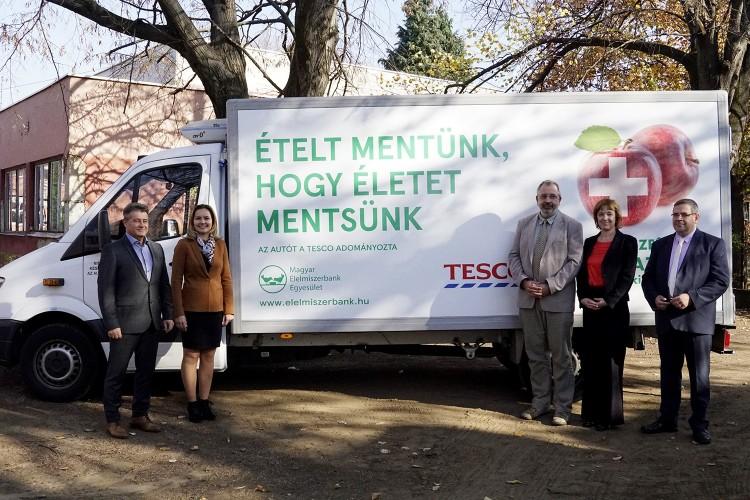 Debrecenben adták át az első helyi élelmiszerbankot