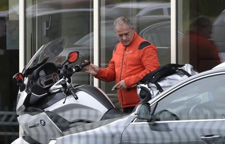 Most a luxus BMW-k miatt szálltak rá Kósa Lajosra