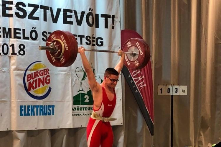 Öt éve összeesett a gyengeségtől. Ma felnőtt súlyemelő magyar bajnok!