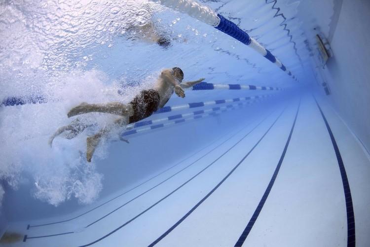 Nem férnek meg egymás mellett az úszók Debrecenben
