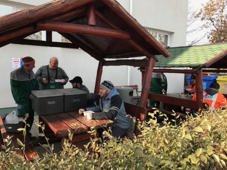 Megvendégelték azokat, akik eltakarítják Debrecen szennyét