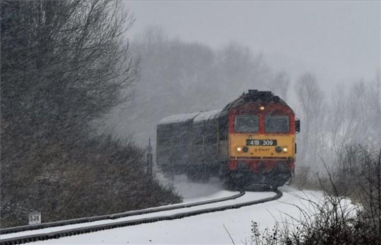 Debrecenben késnek a vonatok a havazás miatt