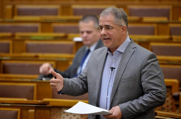 Kósa Lajost elküldték a fenébe a parlamentben