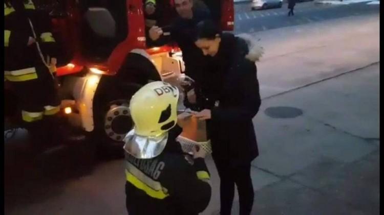 Így kéri meg párja kezét egy igazi tűzoltó Debrecenben!