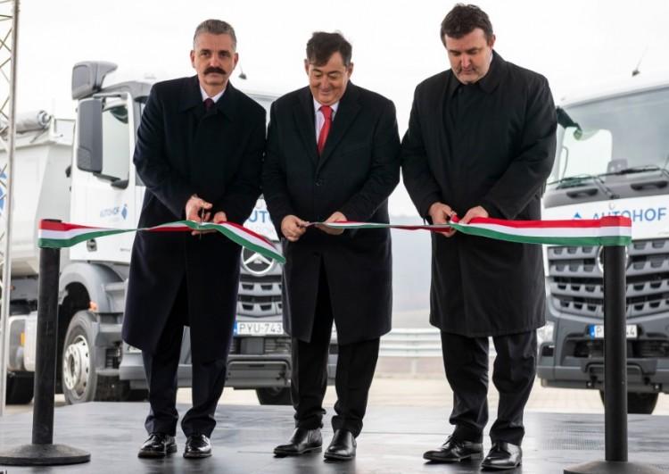 Mészáros Lőrinccel avatott a debreceni BMW-gyár kormánybiztosa