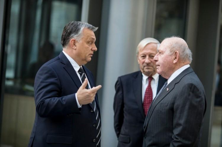 Orbán Viktor az amerikaiaknak kondoleált