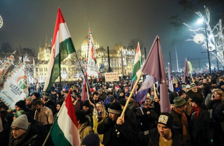 A Fidesz ezt adja ajándékba a tüntetőknek karácsonyra