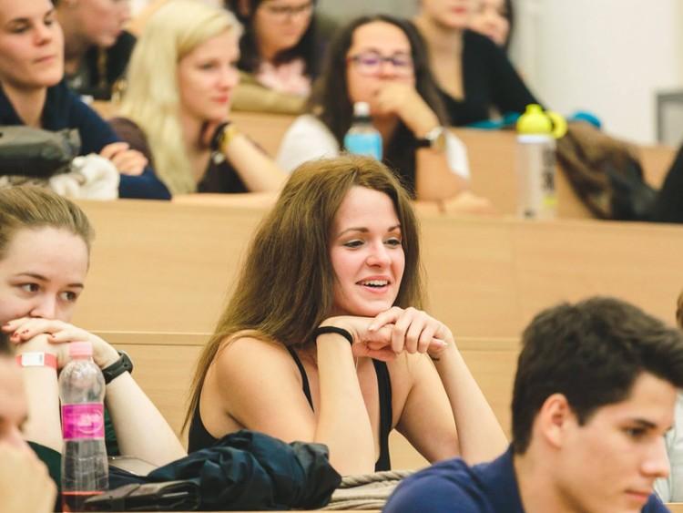 A Debreceni Egyetem legnépesebb kara csalogat!