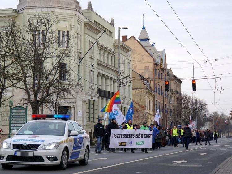 Ezúttal sem kímélték Orbán Viktort Debrecenben – FRISSÍTETT, FOTÓK