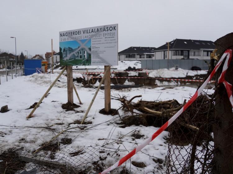 Benyomták a kerítést a vitatott debreceni építkezésnél
