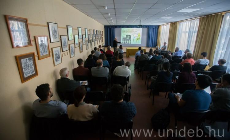 A világ minden tájáról érkeztek kutatók Debrecenbe
