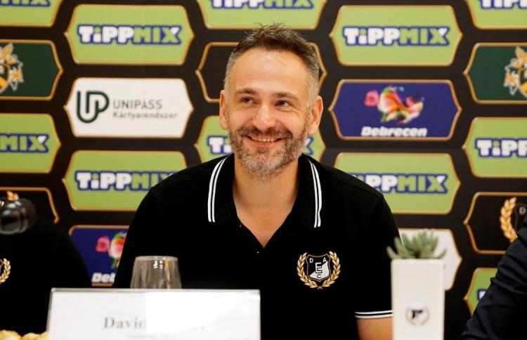 Debrecenben újabb egy évre írt alá a vezetőedző