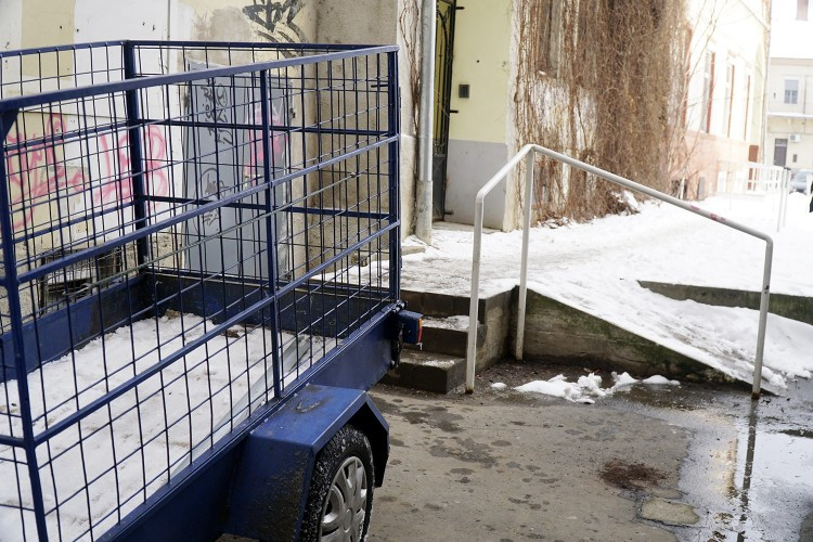 Balesetveszélyes a debreceni parkoló megközelítése