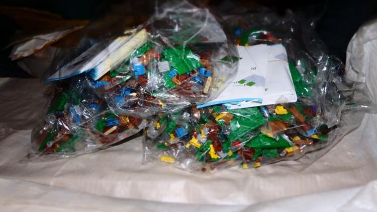 Négy tonna hamis Lego került elő