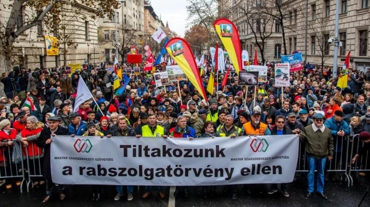 Országos sztrájk: ezek a szakszervezetek követelései