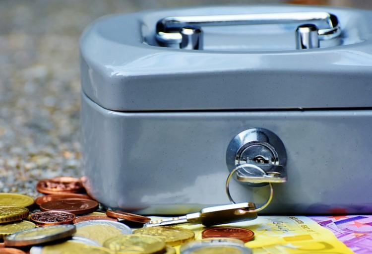 13 millió forintot lopott egy debreceni férfi
