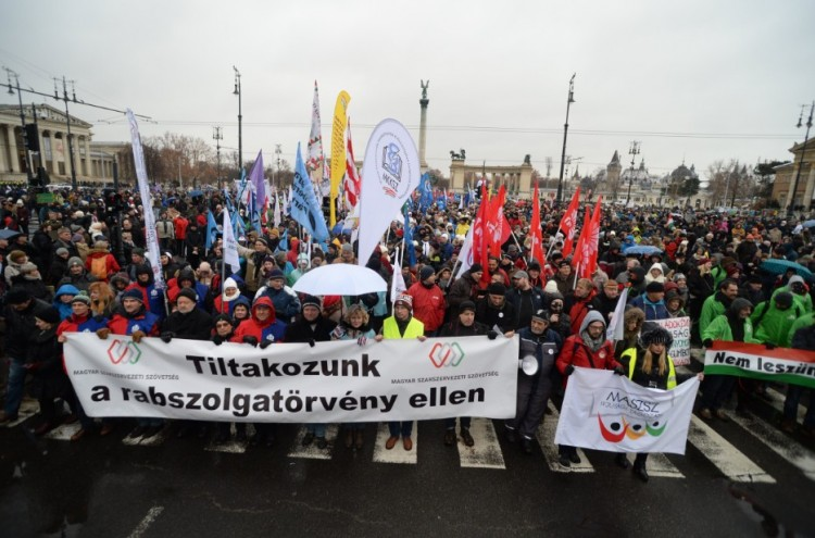 Ultimátumot kapott Orbán Viktor