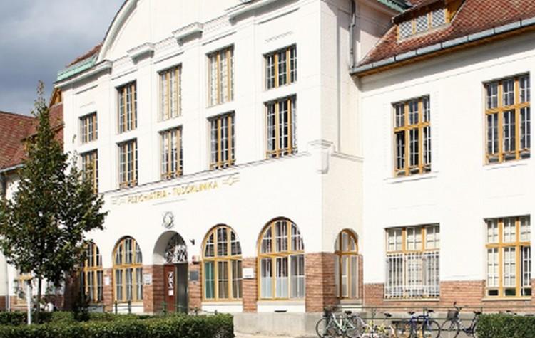 Kiterjesztették a látogatási tilalmat Debrecenben