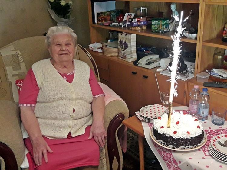 103 évesen olyan formában van Rózsika néni, hogy ihaj!