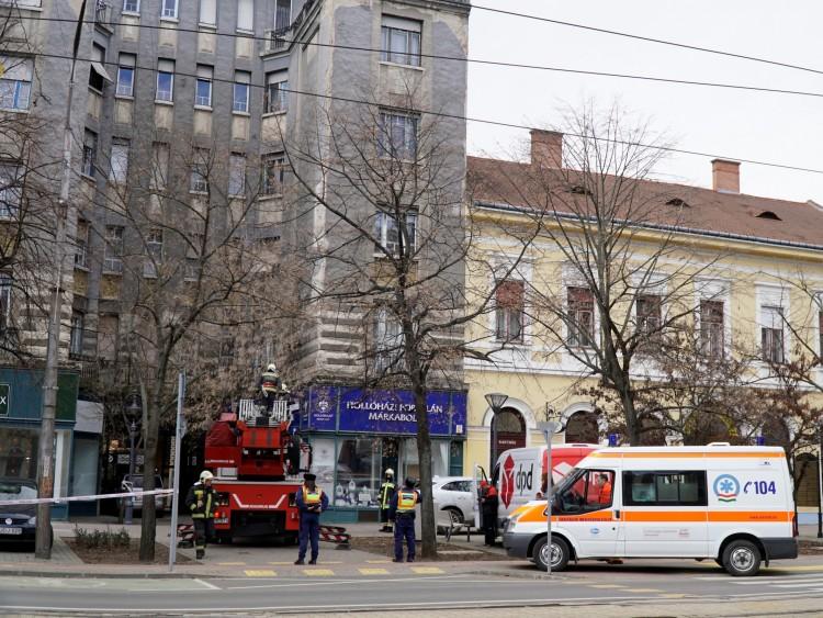 Vakolatomlás sérülttel Debrecen belvárosában – FOTÓK