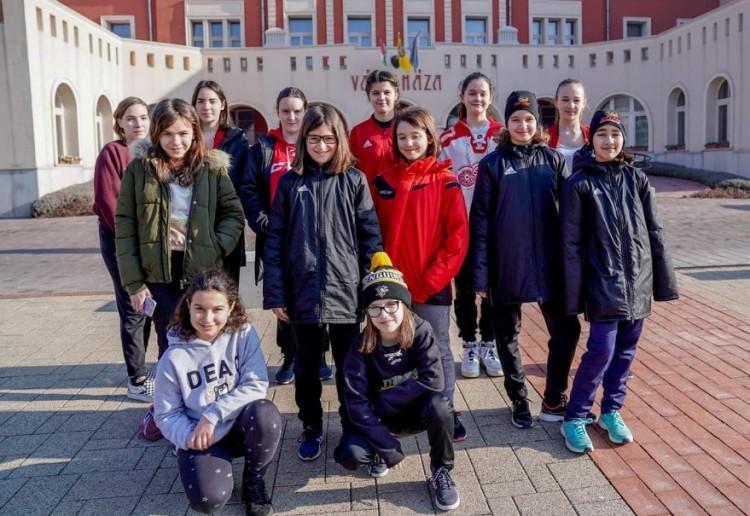 Tizenhárom debreceni lány történelmet írt