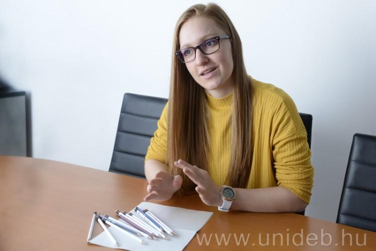Szépre tanít kicsiket és nagyokat a Debreceni Egyetem hallgatója