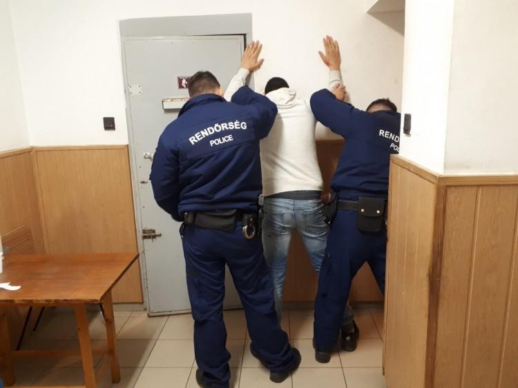 Megvágta és kirabolta ismerősét Debrecenben