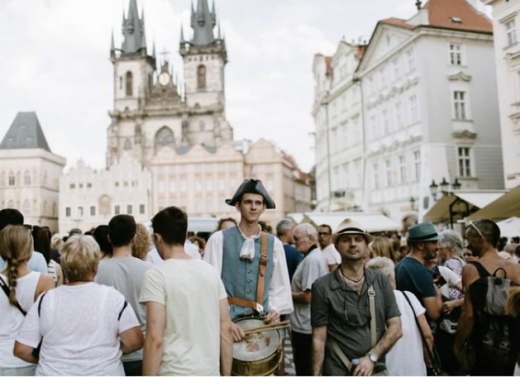 A prágaiaknak kezd elegük lenni az alkoholturizmusból, de jól élnek belőle