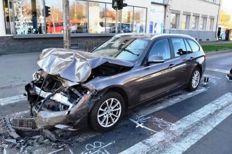 Száguldó BMW-s okozta a tömegkarambolt a debreceni belvárosban
