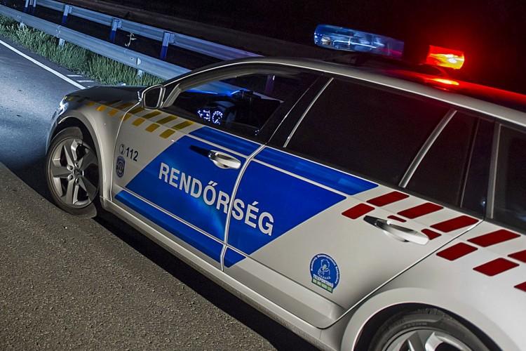 Felborult egy autó Magyarhomorog közelében