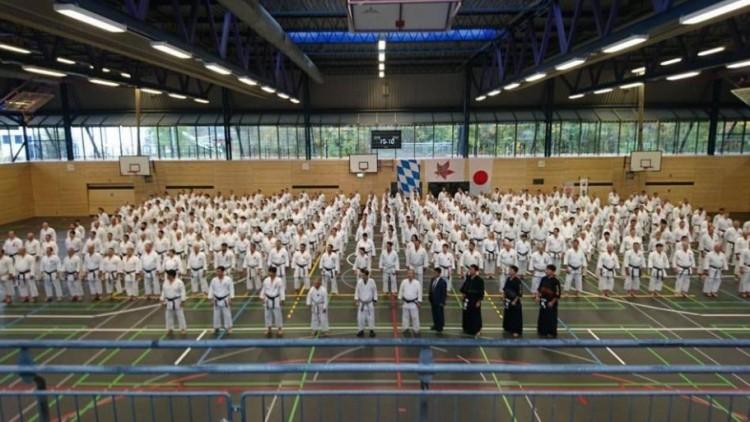 Nagytudású japán karatemester tart bemutatót Debrecenben