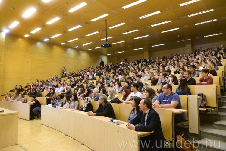 Így fogadták a Nobel-díjast a Debreceni Egyetemen