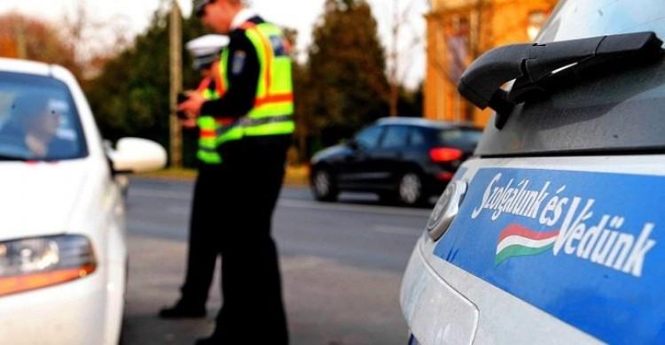 Nyomtatott jogsit adott át a rendőrnek Ártándon