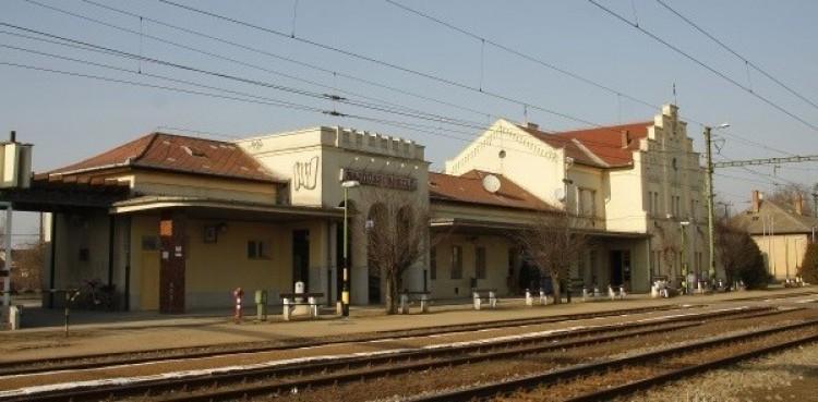 Átépítik a hajdúszoboszlói vasútállomást