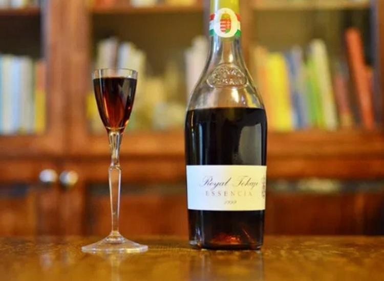 11 millió forintot adtak egy üveg Tokajiért