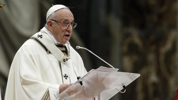 Magyarul üzen Ferenc pápa