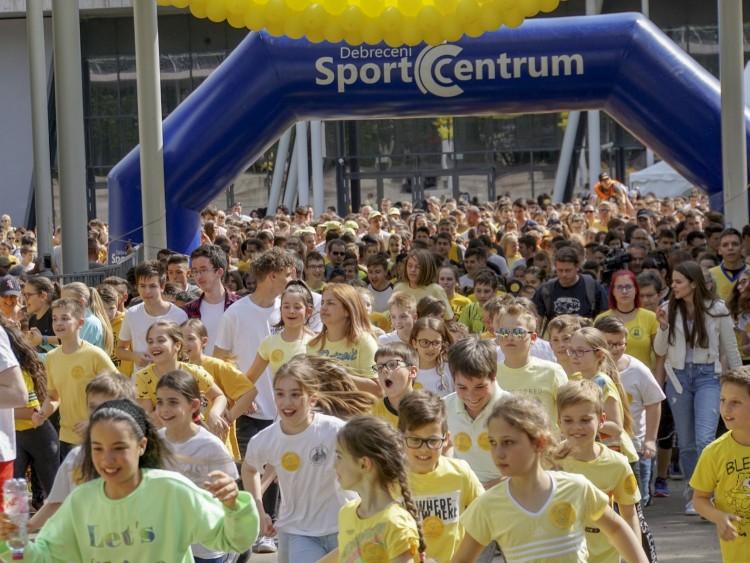 Sárga folyam a debreceni stadionnál – FOTÓK