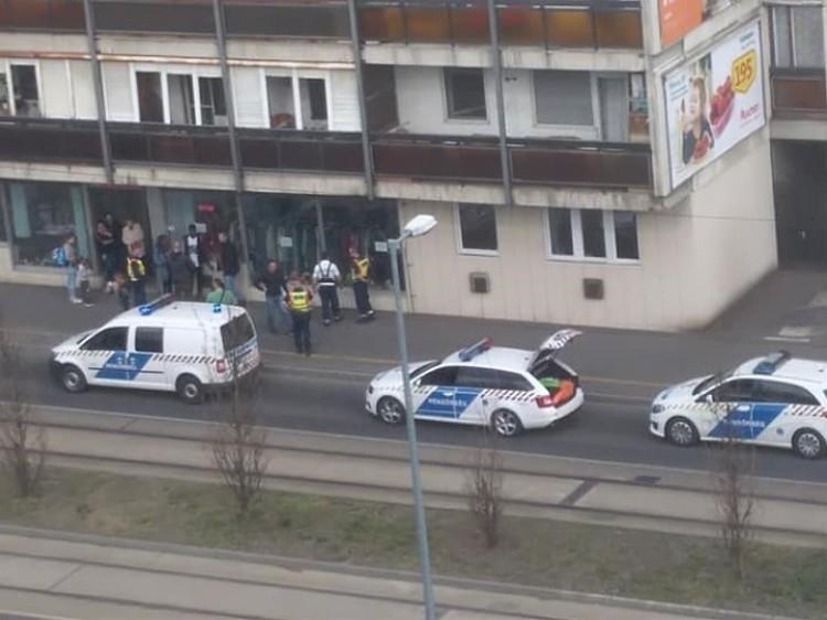 Három rendőrautó érkezett egy debreceni dulakodás helyszínére
