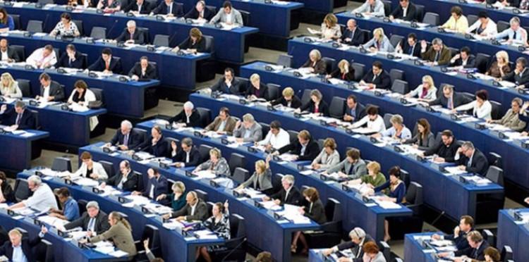 Brüsszel nagyon jól fizet. Ezért megy a küzdelem az EP-helyekért!